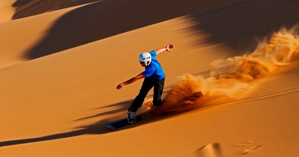 sandboarding in dubai desert